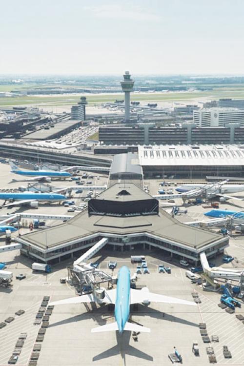 Schiphol_internatiol_airport_01_edit